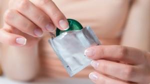 efektyvus būdas apsisaugoti nuo lytiškai plintančių ligų yra prezervatyvai